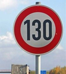 Conducir un vehículo después del verano por las carreteras y las ciudades de España llevará aparejado el conocimiento de unos nuevos límites de velocidad, que en algunos casos aumentará y en otros descenderá.