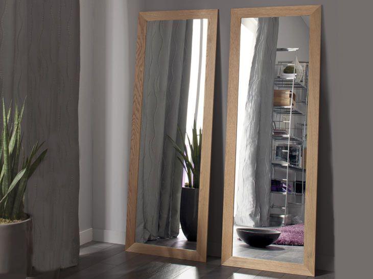 Duo de miroirs pour allonger et adoucir la pièce grâce au ton chêne