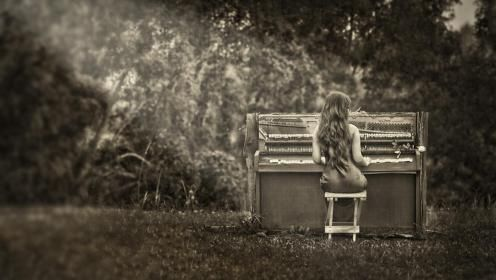Piano Girl Wallpaper