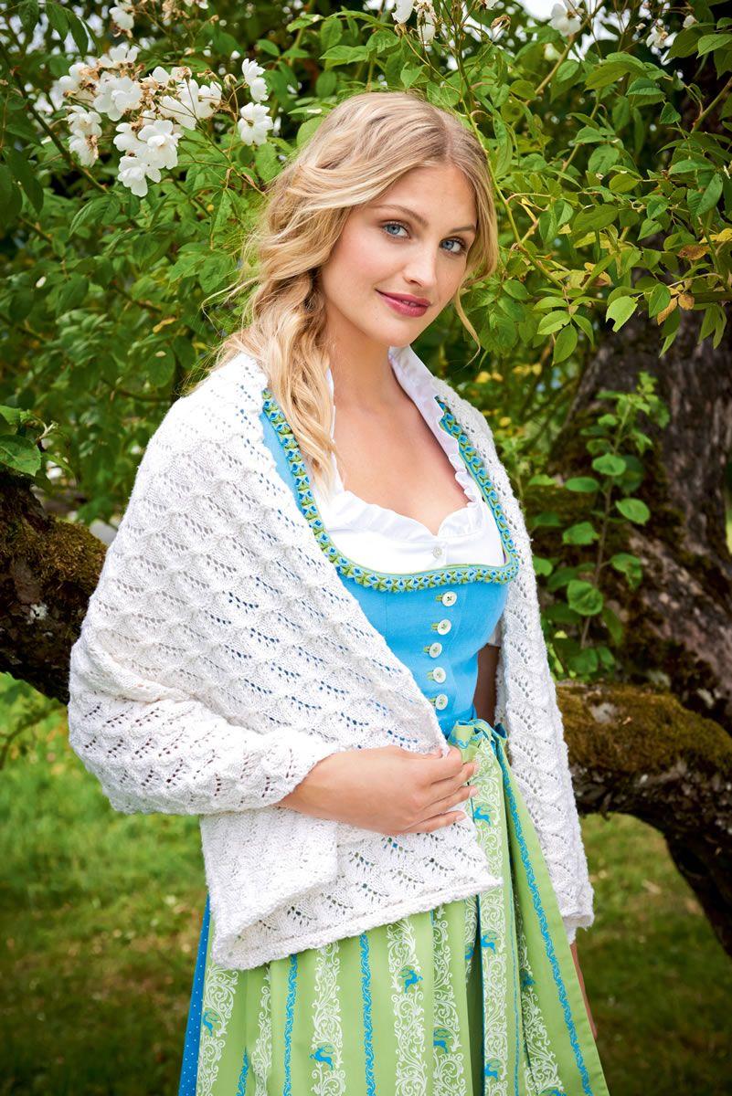 Lana Grossa WEISSE STOLA IM WELLEN-AJOURMUSTER Cool Wool - FILATI Trachten No. 4 - Modell 17   FILATI.cc WebShop