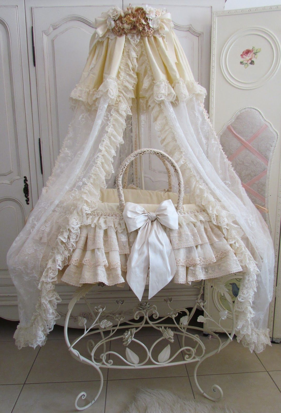 Baby cribs moses baskets - Beige Moses Basket With Stand 025 Jpg 1 087 1 600
