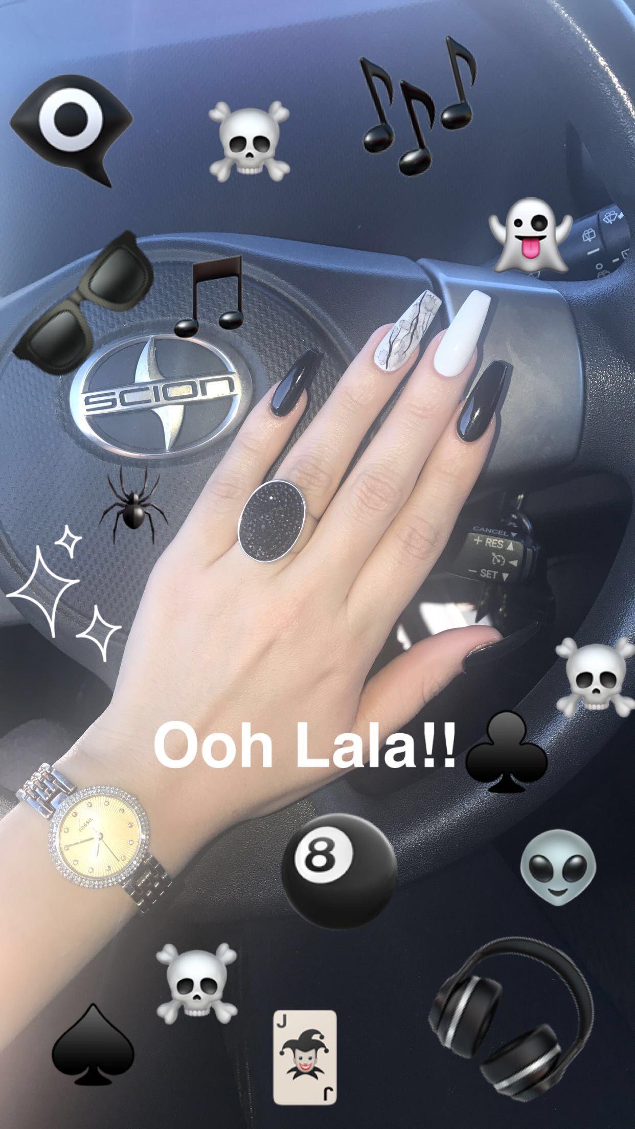Black And White Coffin Nails With Design On Ring Finger Blackandwhitecoffinnails Coffinnails Black White Blackring Unhas Bonitas Unhas Unha