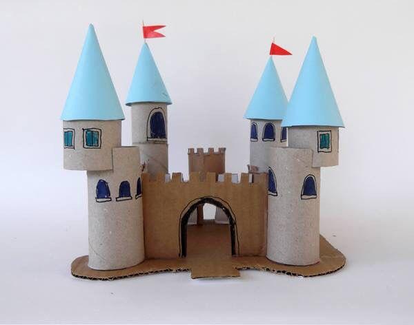 hrad - ruličky z toaletního papíru