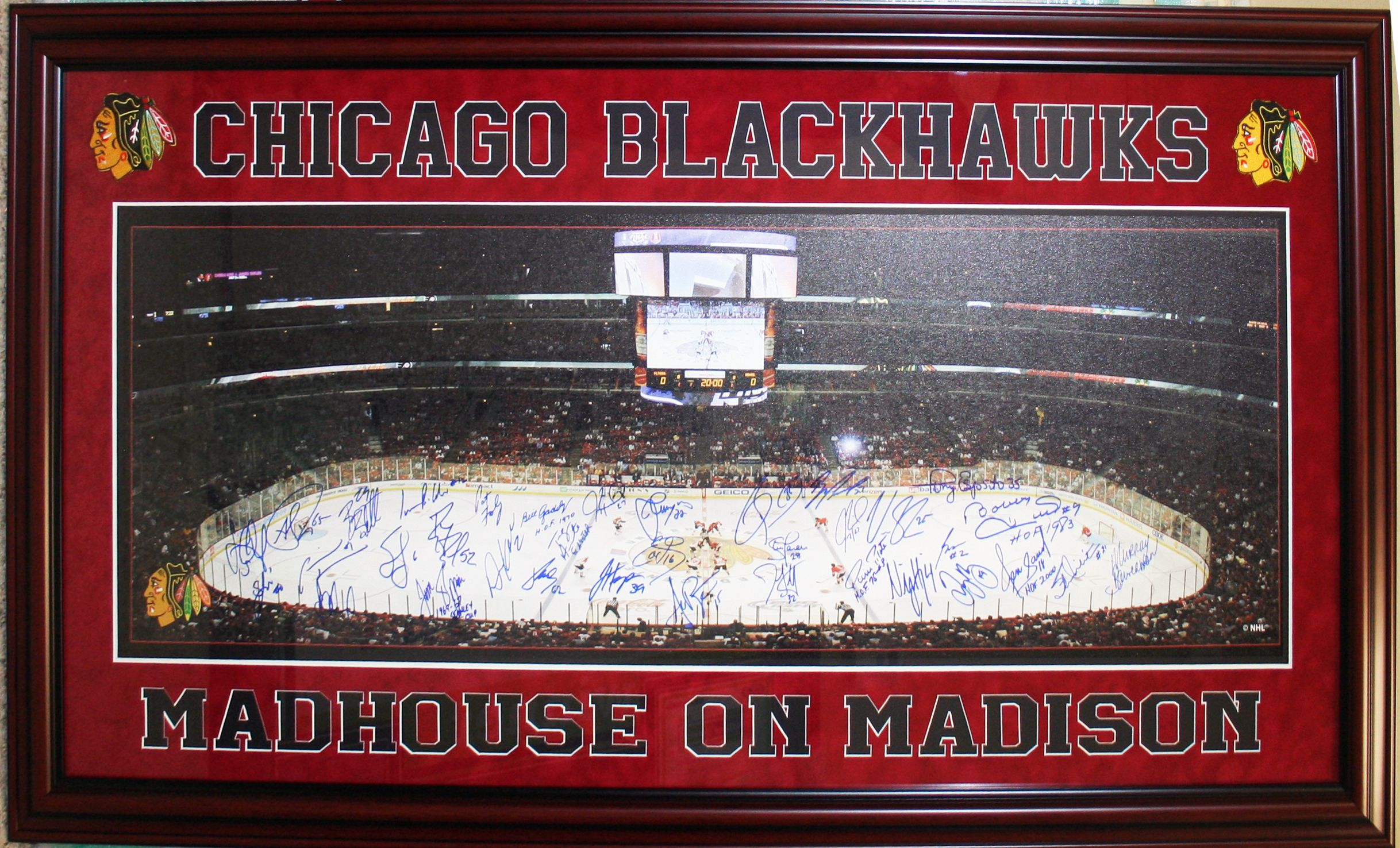 Chicago Blackhawks Madhouse on Madison autographed panoramic framed ...
