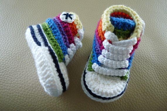 Mini converse de colorines de crochet hechos a mano con LANA