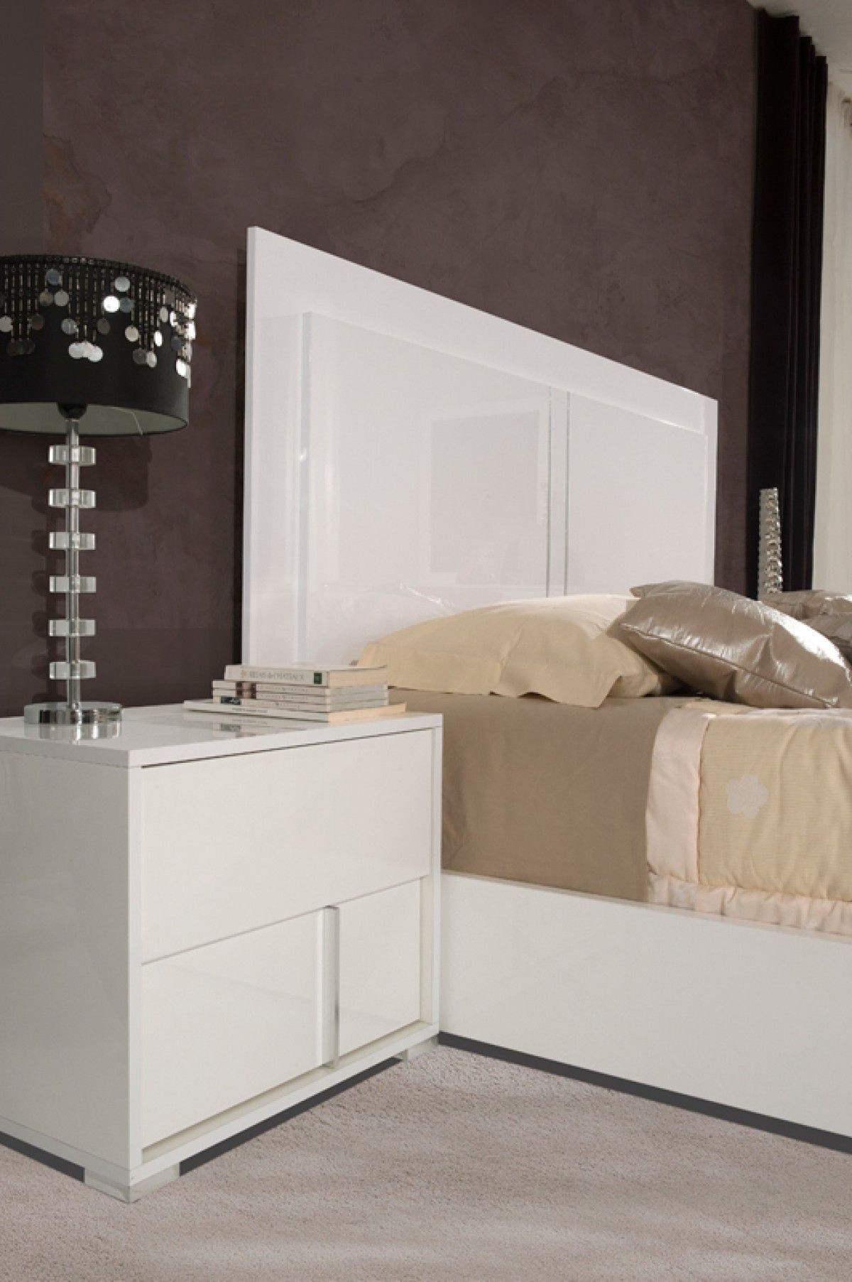 Best Modrest Nicla Italian Modern White Nightstand Modern 400 x 300