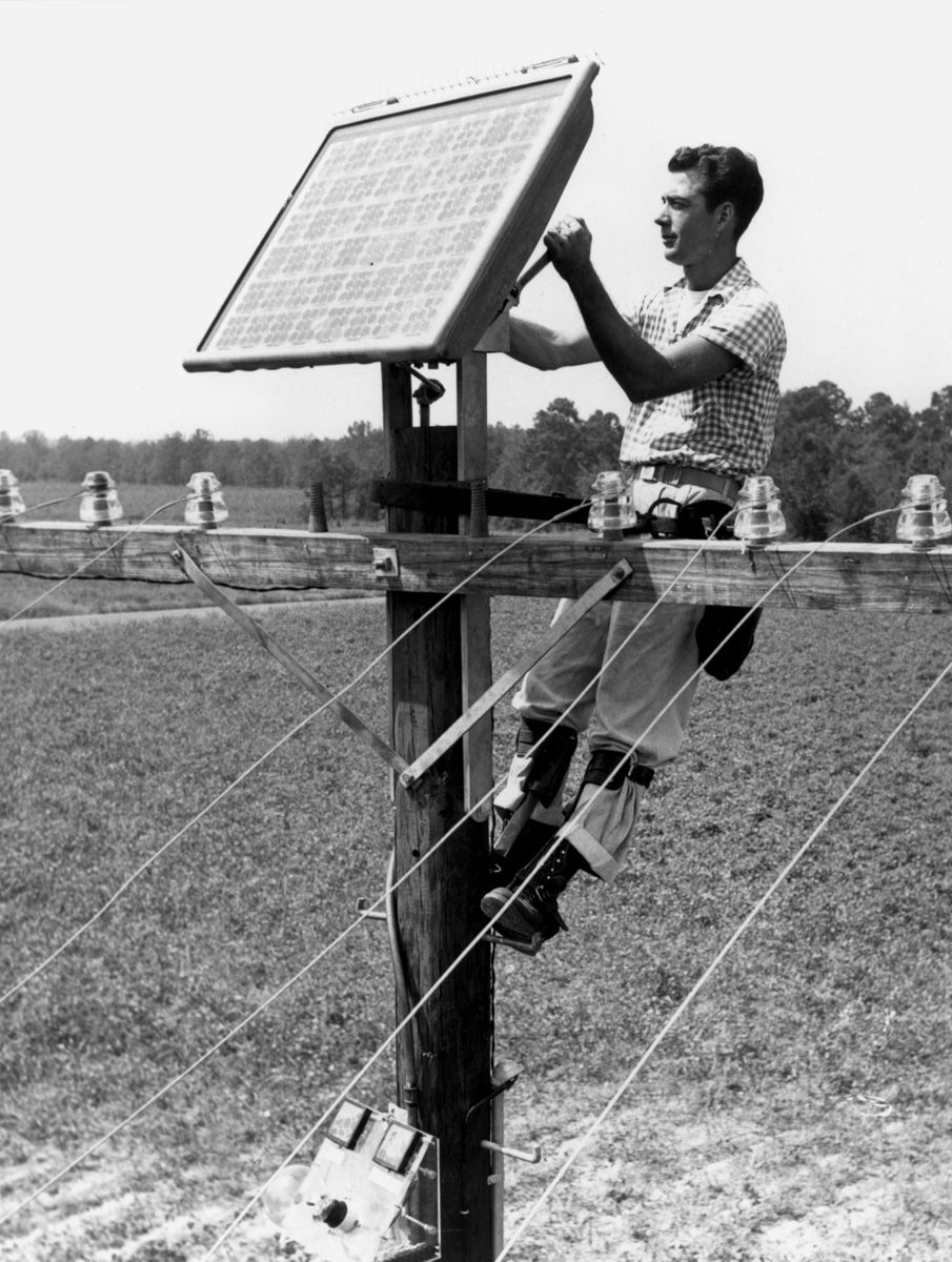 In April Of 1954 Bell Labs Unveiled The First Solar Cell Solar Solar Panels Solar Cell