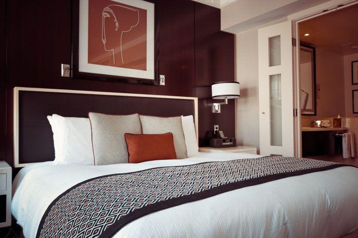 Cuarto de dormitorio pared cafe | Interiores marrones | Pinterest