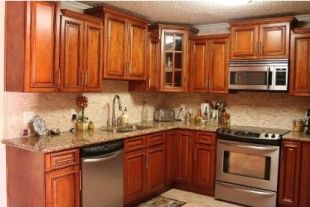 Glazed maple kitchen, staggered heights on the wall ...