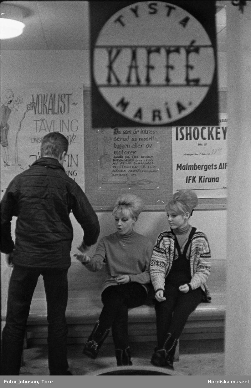 sociala media flickor kissing i Stockholm