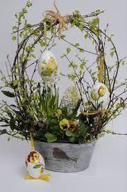 Znalezione Obrazy Dla Zapytania Stroiki Wielkanocne Na Cmentarz Allegro Easter Flower Arrangements Easter Arrangement Easter Flowers