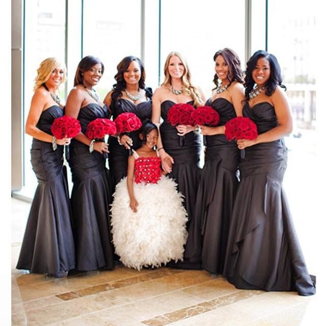 Nigerian Wedding Photo Beautiful Bridesmaids In Black Dresses Holding Red Bouquets Glam Bridesmaid Wedding Bridesmaid Dresses Red Wedding
