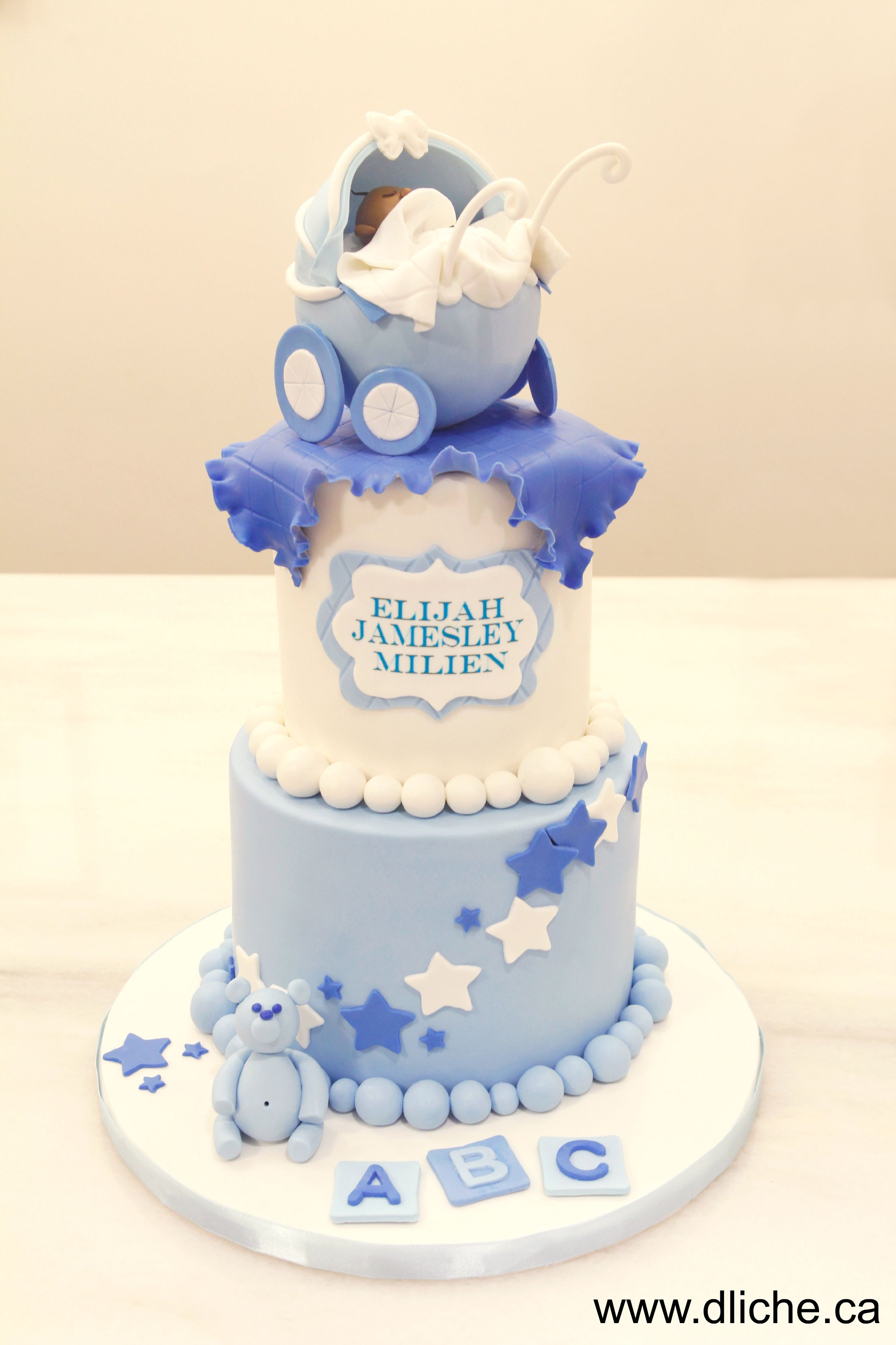 Un gâteau pour le petit!  A cake for the little one!