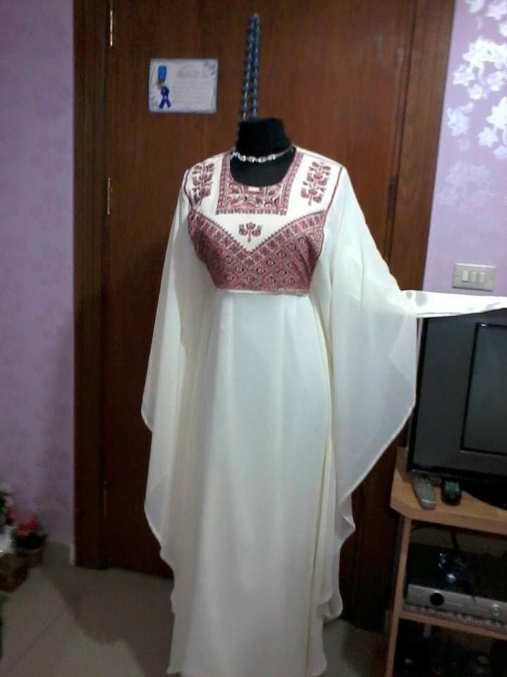 فستان أبيض مطرز بخيوط الحرير الحمراء Bridal Dresses Traditional Dresses Dresses