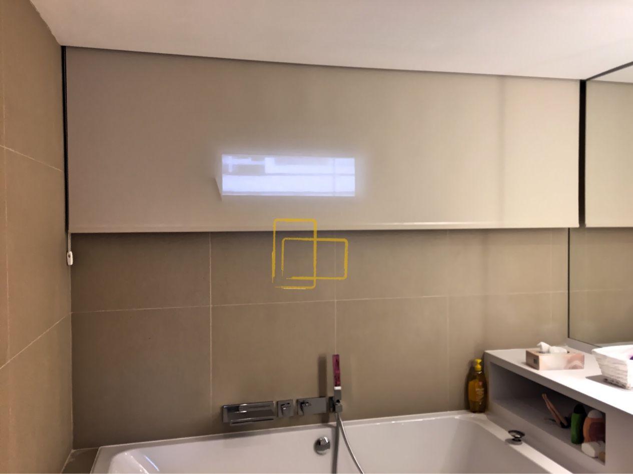 Estores Para Baños   Cortina Enrollable Con Tejido Screen En Bano Solart Cortinas