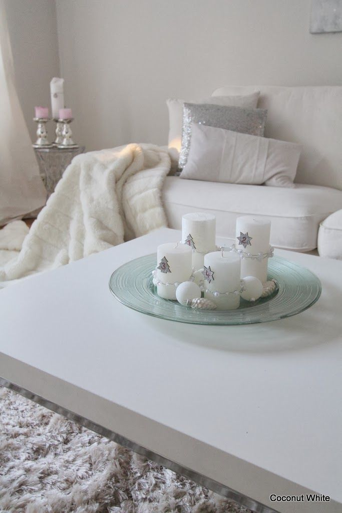 Coconut White: White Christmas living room