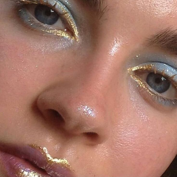 Image about beauty in makeup by melaniemiaperez #goldmakeup