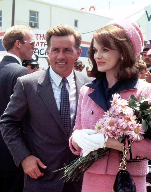 Natalie Portman Joins A Long Line Of Jackie Kennedys Jackie Kennedy Pink Suit Minecraft Banner Designs Pink Suit