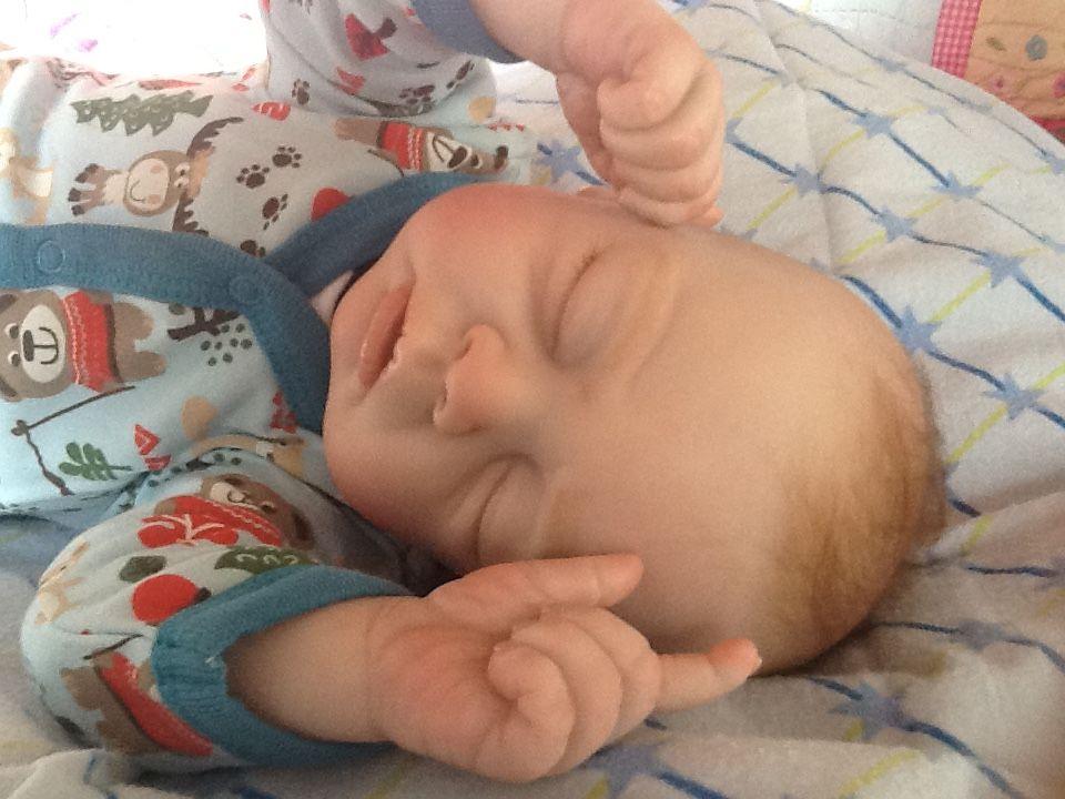 t/étine et plus Cadeau de naissance pour bapt/ême Babyshower MomsStory Lapin rose bleu Tarte /à couches 2 b/âtonnets avec peluche