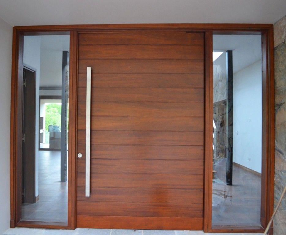 Puerta machiembrada horizontal en madera de cedro rey for Puertas de madera modernas para exterior