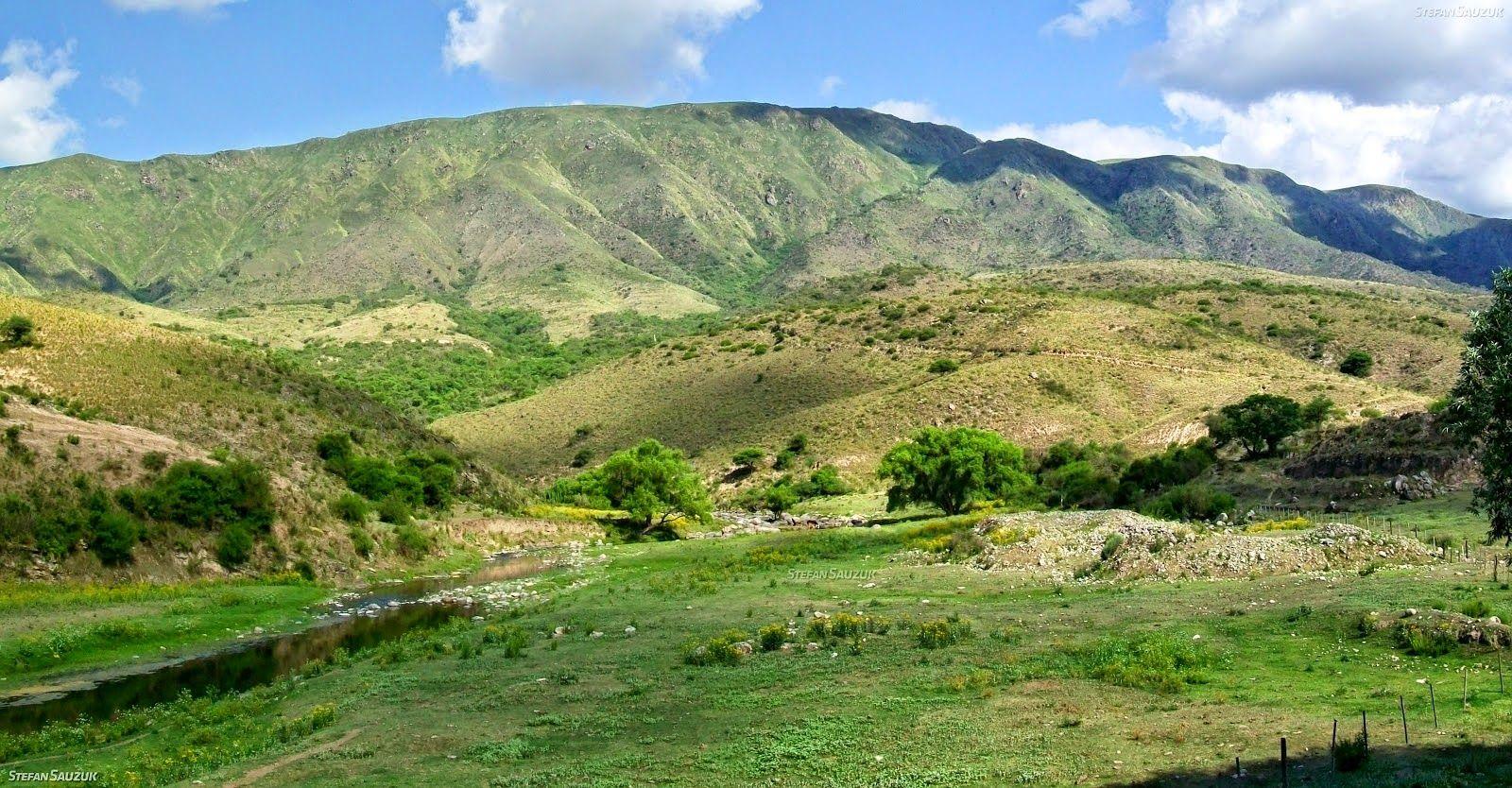 Una panorámica de la zona en la que la Ruta Provincial N° 1 cruza el Río Singuil