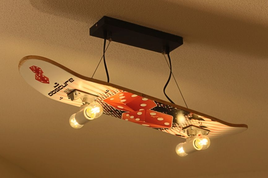 Upcycling Lampe Aus Einem Alten Skateboard Hergestellt Lightcreation Lamp Customlamp Lampdesign Upcycle Custo Lampe Selber Bauen Skateboard Lampe Lampe