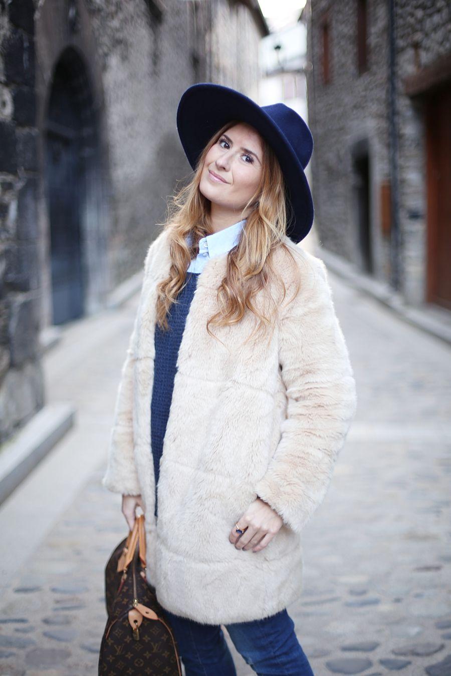 Comfy Outfit. Look con abrigo de pelo. A trendy life.  casual  comfy  denim   jeans  sneakers  hat  abrigopelo  details  superdry  levis  zara   louisvuitton ... 05fc922b0bc