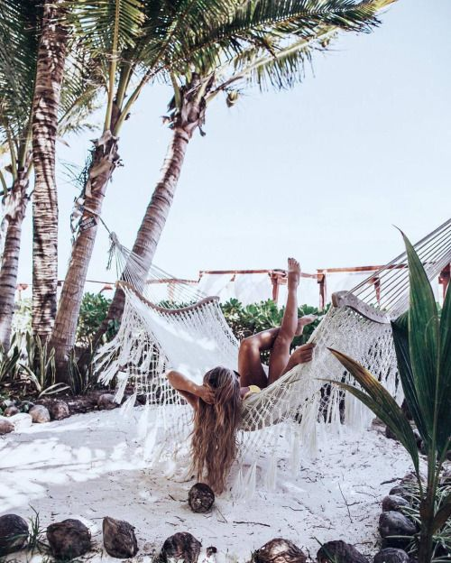 In a mid-day daydream || Hammocks on the beach