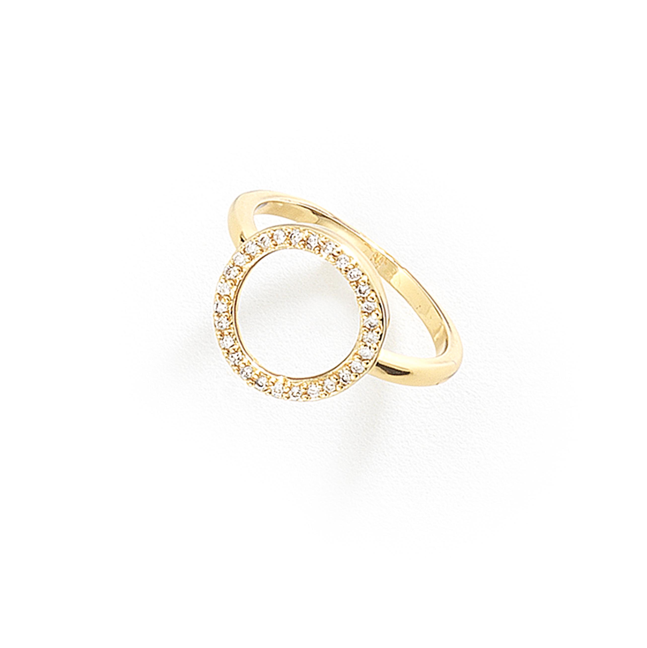 b3c5492e902d Anillo con 4 baños de oro de 18 kilates con un hermoso elemento central  circular con piedras de cristal. Diseño clásico y atemporal.