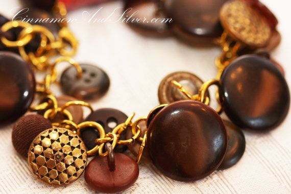 ♔ Plenty of brown and gold plated brass vintage buttons of all shapes, sizes, and styles can be found on this gold-colored chain charm