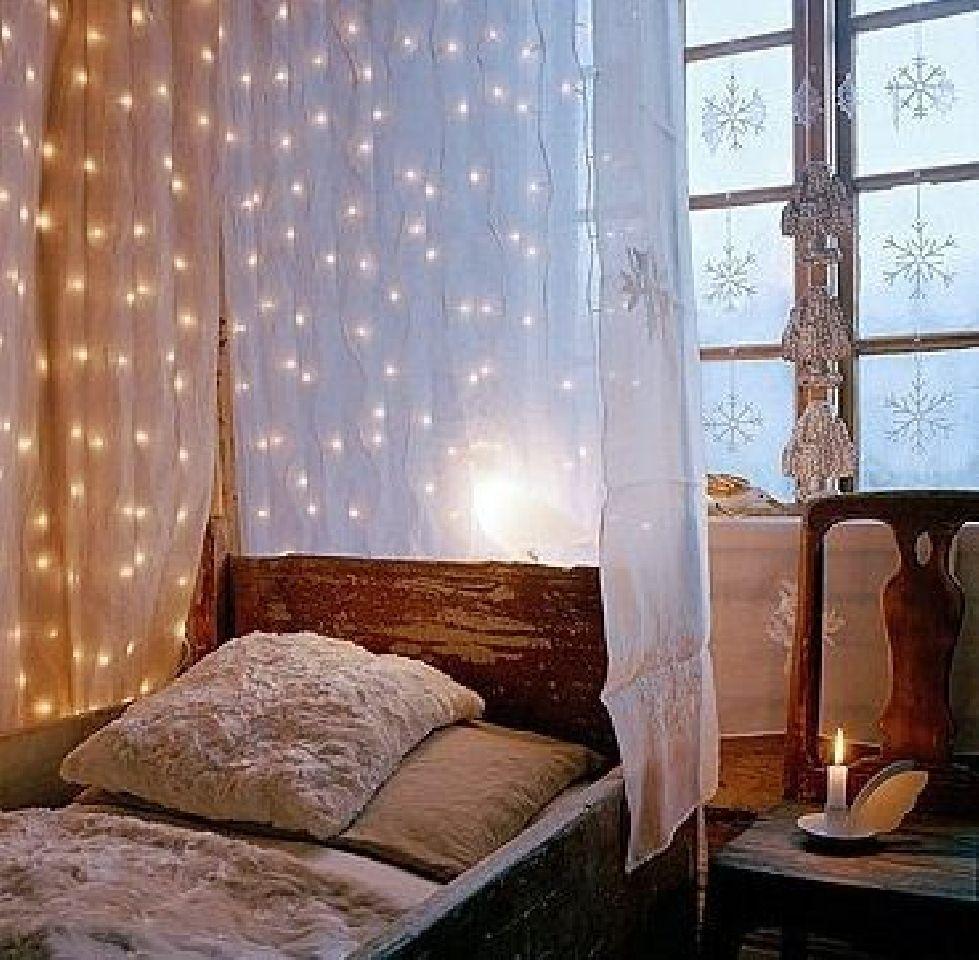 3 window bedroom  simpleideastohangchristmasdecorationandlightsinabedroom
