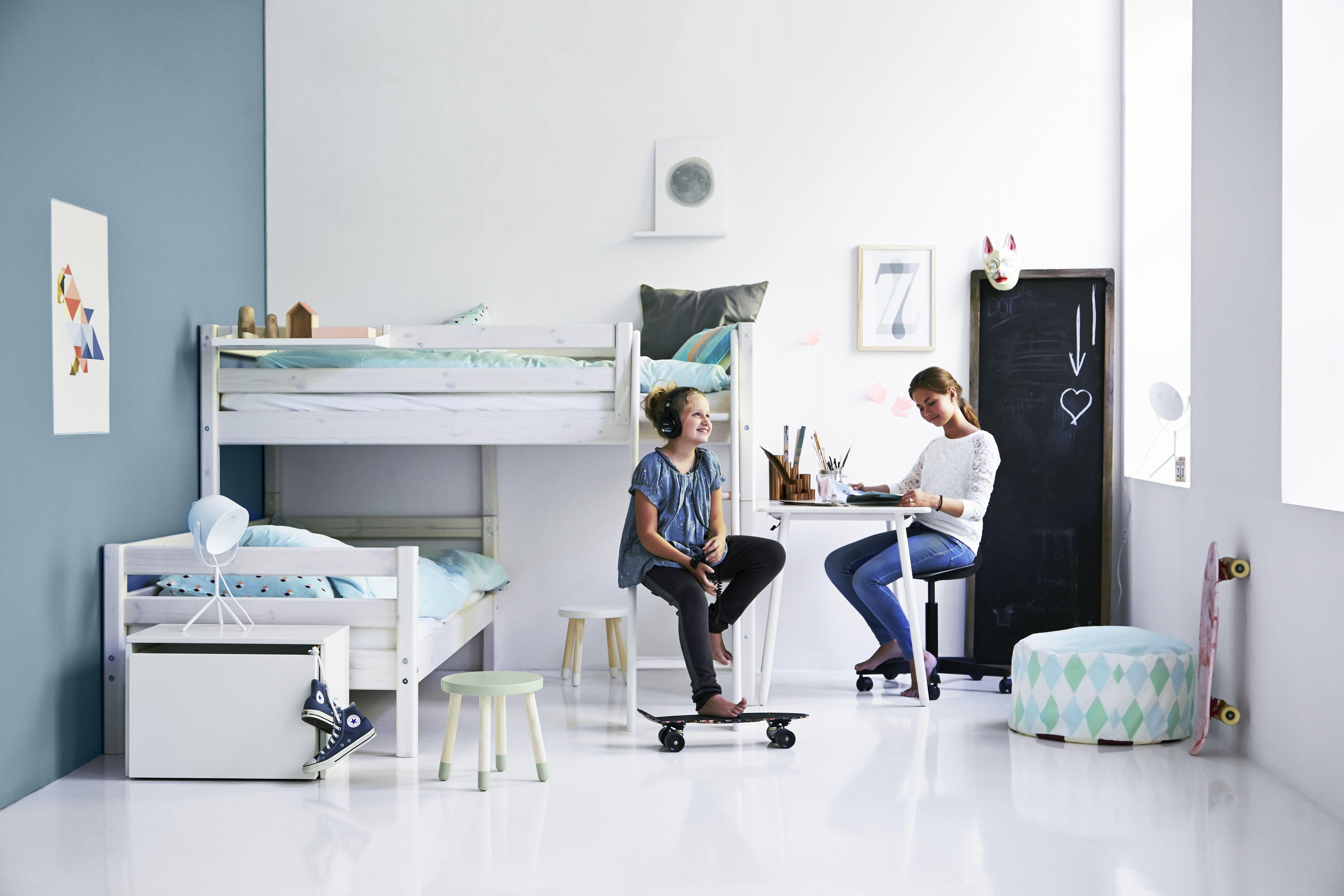 Cool Kinderzimmer mit Etagenbett FLEXA individuell zusammenstellbar und Bank FLEXA PLAY weiss auch