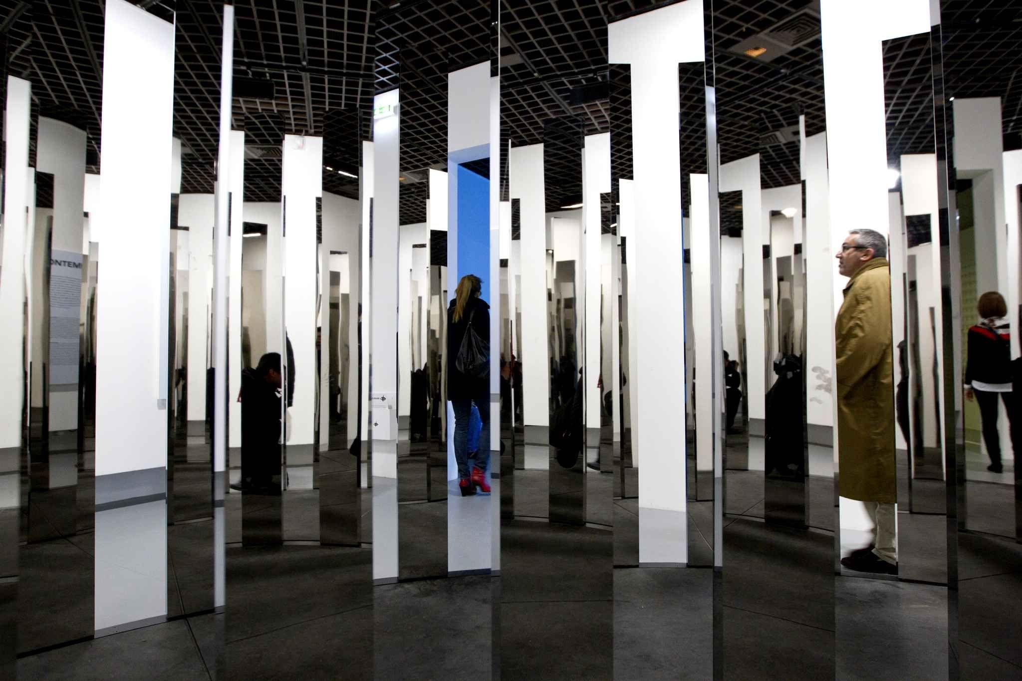 Jeppe Hein, Rotating Labyrinth (2007).
