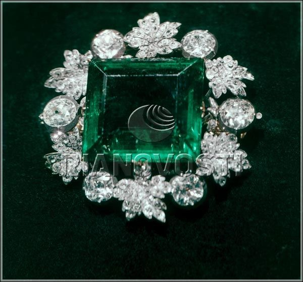 """""""Emerald""""  Diamond brooch (gold, silver) with a square of  dark green Colombian emerald (II quarter of XIX)  of the Diamond Fund of Russian Federation.  Colombian emerald cut with steps (XVI or XVII),  weighing 136.25 carats, measuring 4.5 cm x 3.6 cm -  one of the seven historic stones of the Diamond Fund of Russia."""