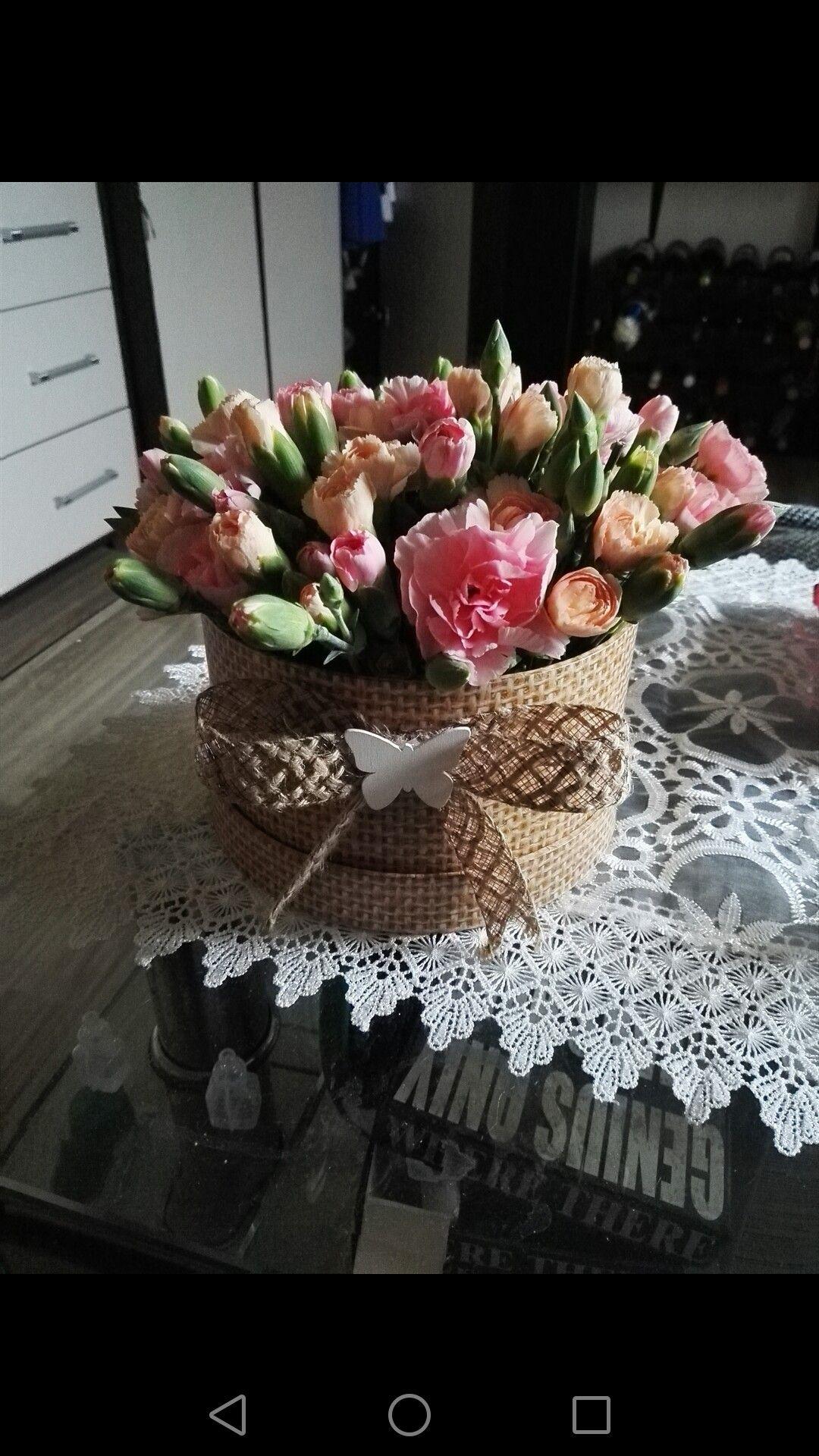 Home Made Flower Box Kwiaty W Pudelku Pomysl Na Bukiet Nowosc Homemade Flowerbox Kwiatywpudelku Pomysl Na Bukiet Table Decorations Home Decor Decor