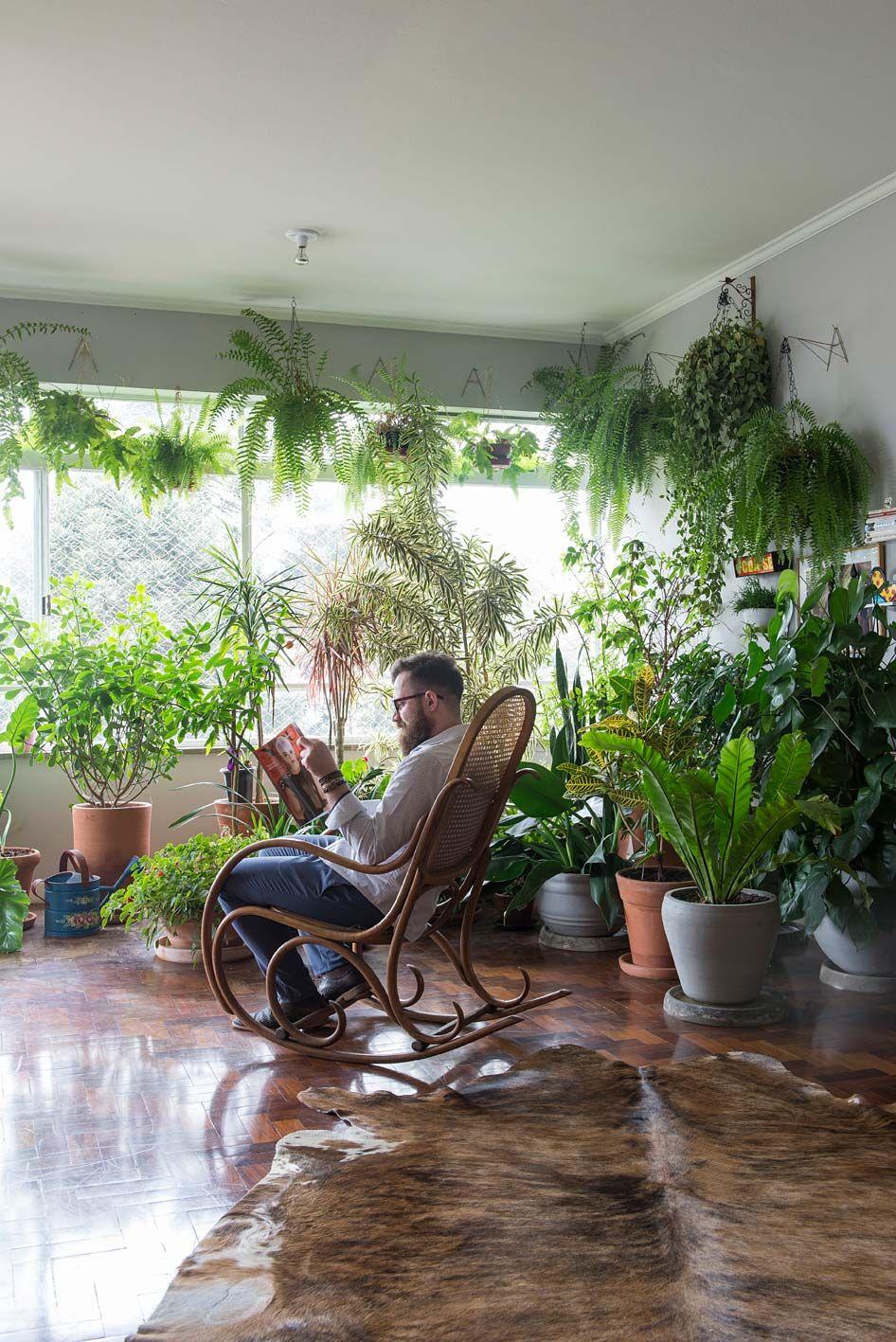 Um ótimo lugar de leitura: em meio às plantas. #plantas #plants #green…                                                                                                                                                                                 Mais