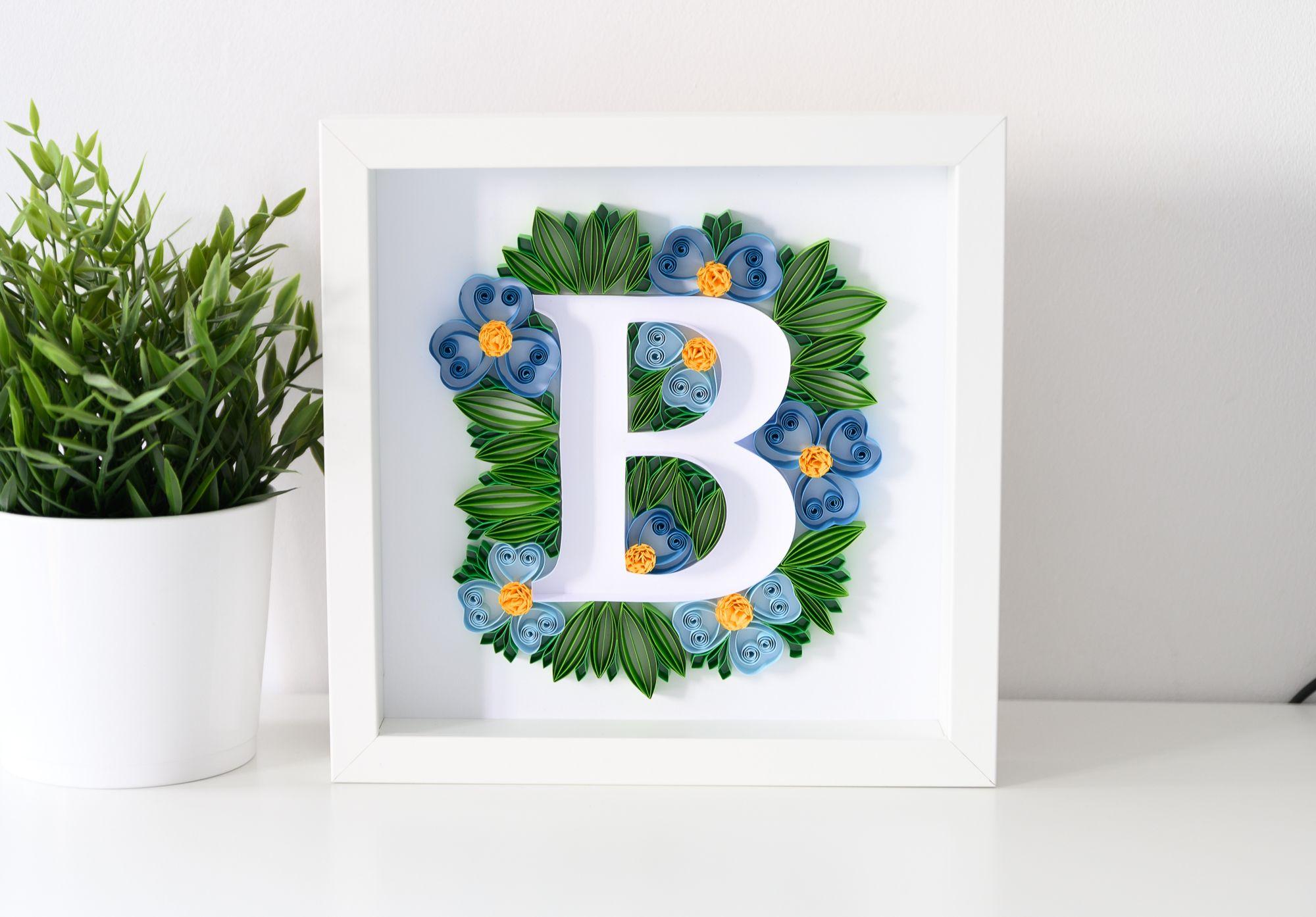 Litera B W Ramce Inicjal Na Sciane Dekoracja Z Imieniem Dziecka Polskie Rekodzielo Quilling Letters Paper Quilling Cards Initial Wall Art