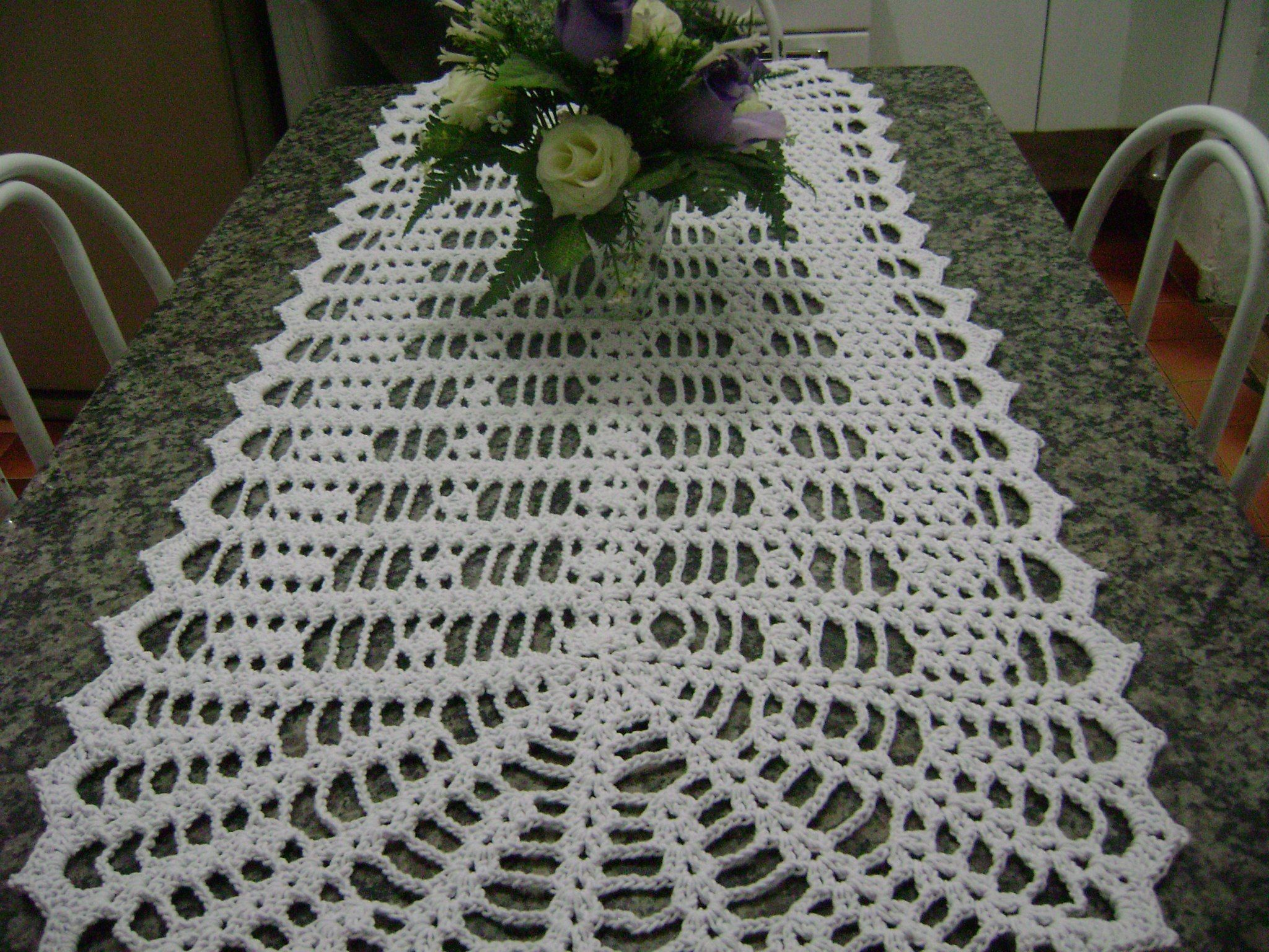 Simples-e-Lindo-Trilho-de-Mesa-de-Barbante-e-Crochê | Meus trabalhos ...