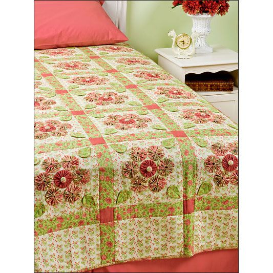 Bed quilt with yo-yos | quilting, sewing etc. | Pinterest | Colchas ...