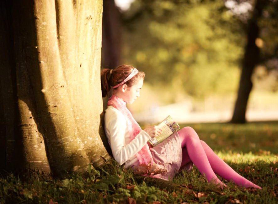 Girl Reading Book Images Cute Girl Reading Book Girl