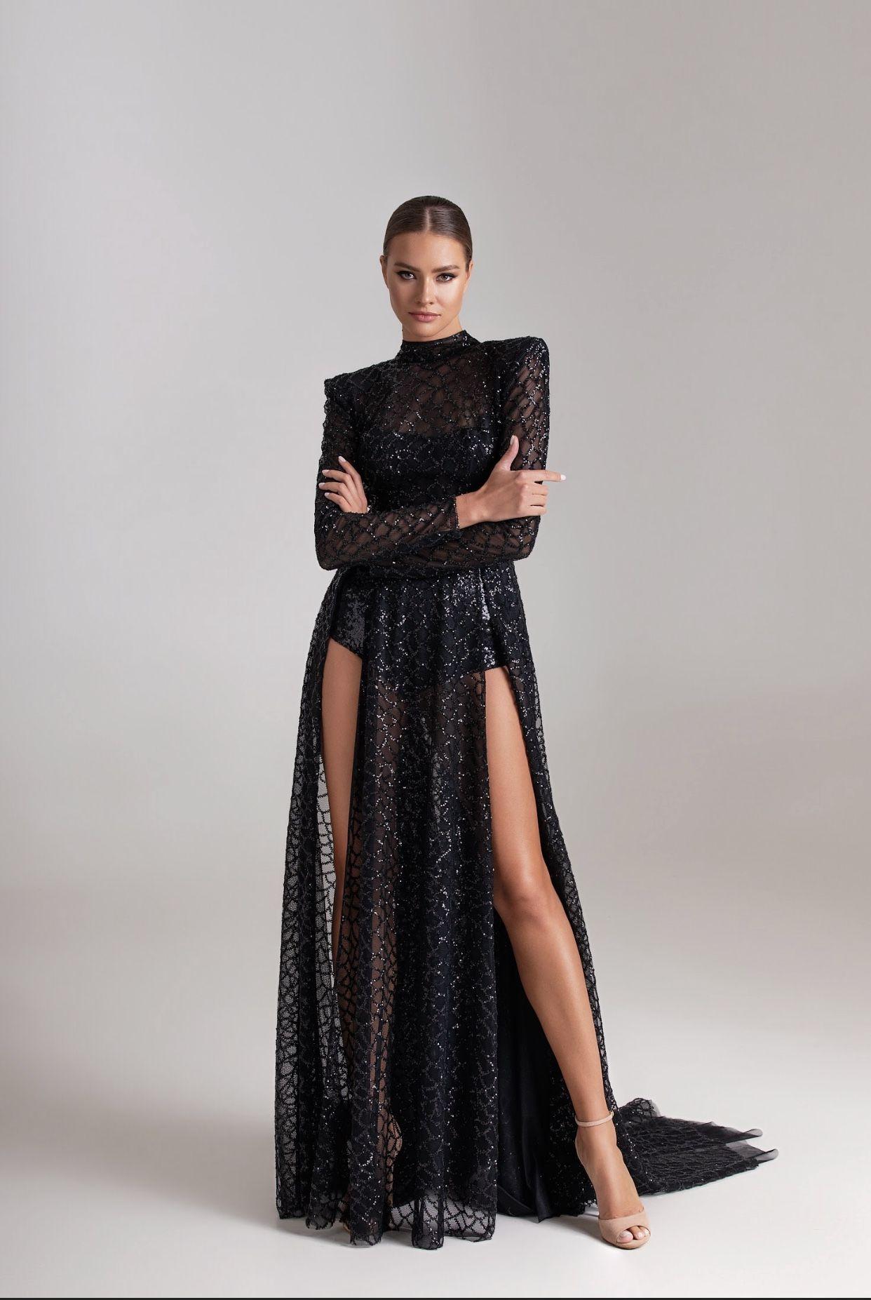 Long black elegant evening dress with sleeves | Mi