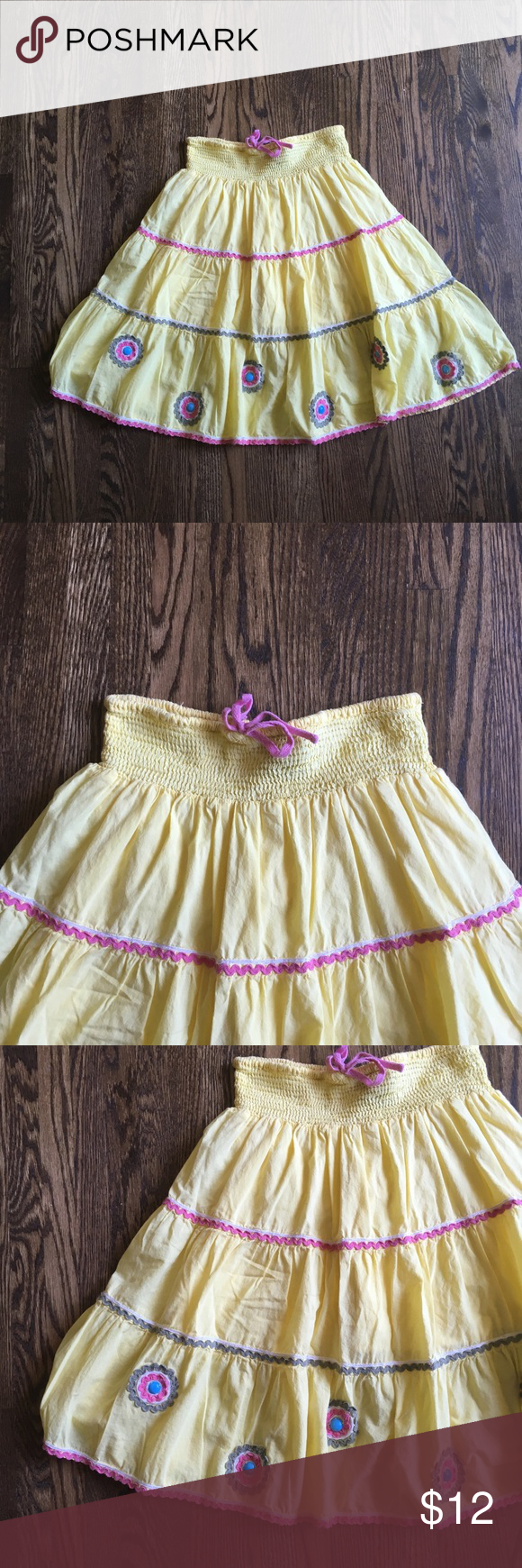 Mini boden yellow twirl skirt Mini boden size 11-12 twirl Skirt in pale yellow. No stains, no holes, but there is a loose medallion. Mini Boden Bottoms Skirts #twirlskirt