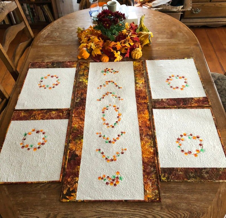 Autumn Table Set Quilted Tablerunner And Placemats In 2020 Quilted Table Runners Fall Table Settings Table Runner And Placemats
