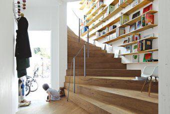 Trap en boekenkast samen houten trap Stairs Pinterest