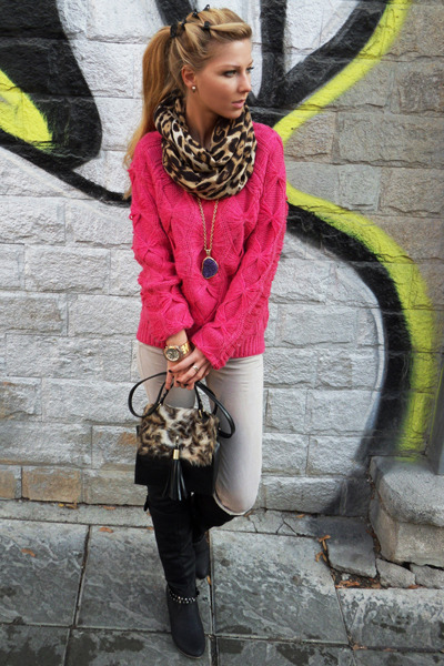 Black-boots-off-white-jeans-hot-pink-sweater-light-brown-scarf ...