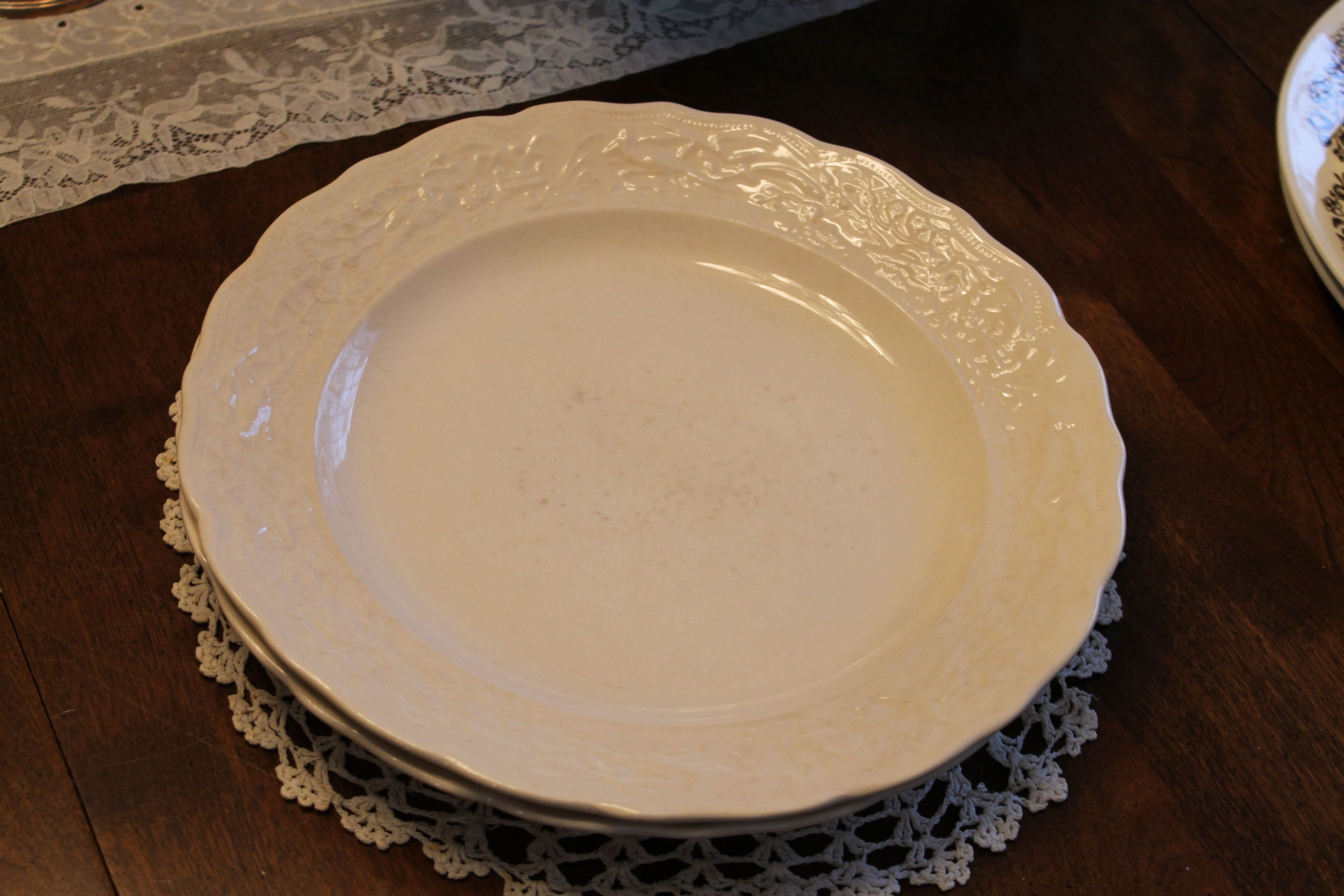 Cream Colored Vintage 10 Inch Dinner Plate 2 Available Southern Vintage Classic China Collection Rentals Vintage Rentals Vintage China Classic Collection