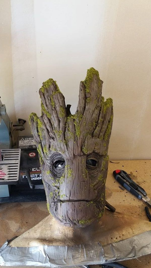 fe6f54b5 Incredibly Realistic 'Groot' Costume That Costs Less Than $100 To Make -  DesignTAXI.com