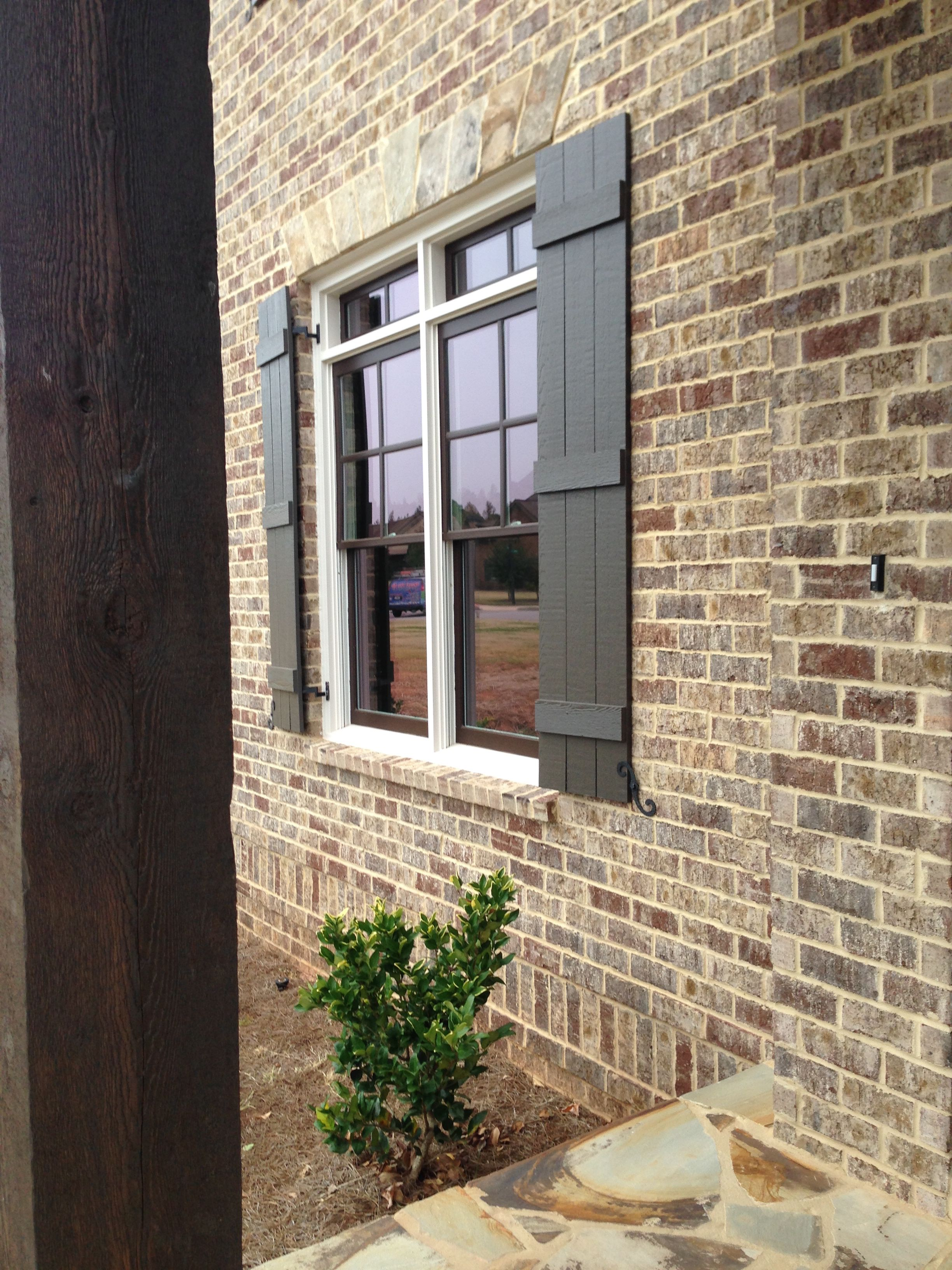 Harbour shoals queen brick with light buff mortar by pine Brick and wood house