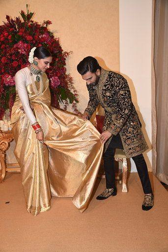 Deepveer Wedding: Ranveer Can't Take His Eyes Off Deepika ...