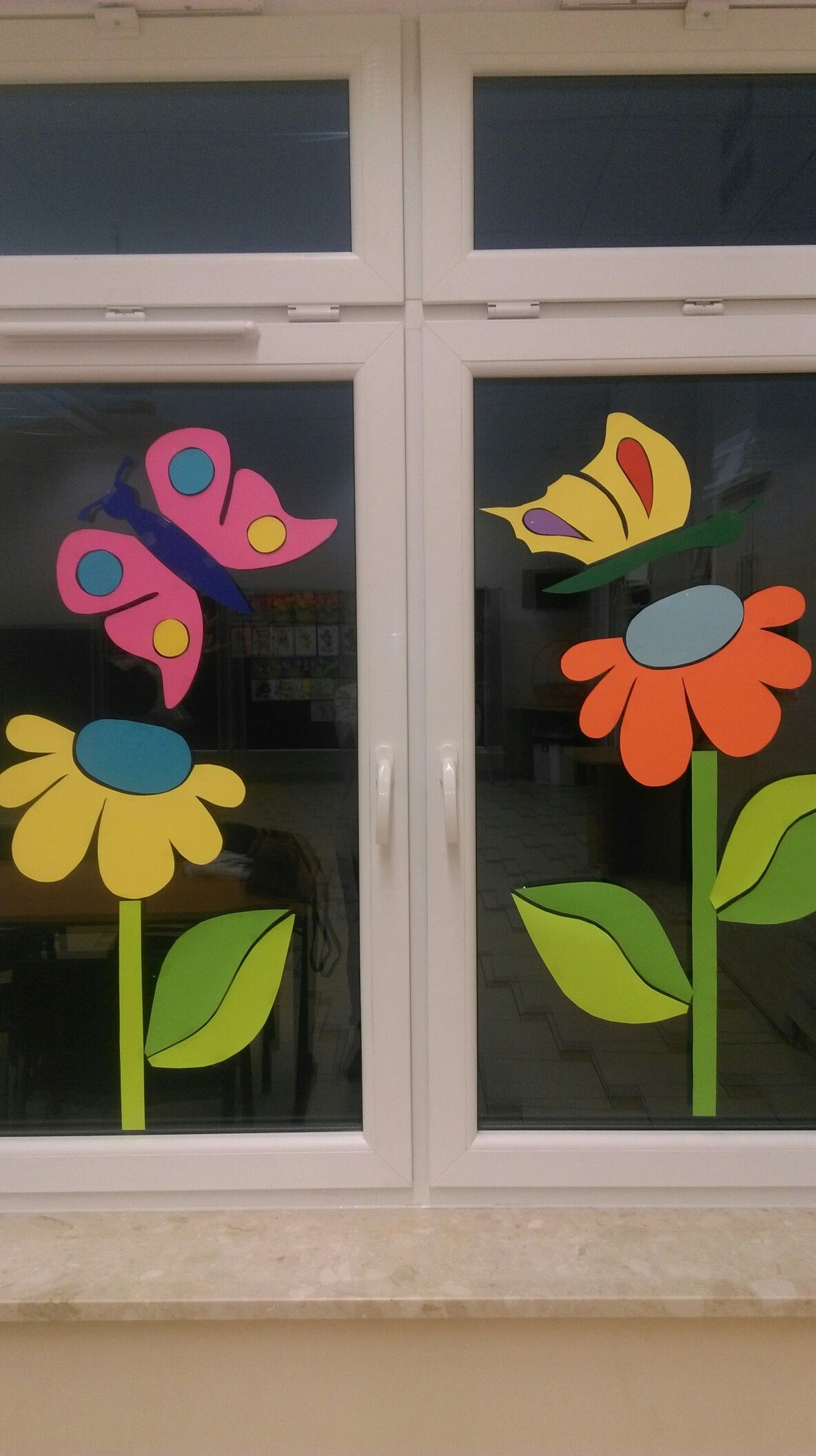 Pin By Natalia Vrbova On Dekoracje School Window Decorations Classroom Window Decorations Spring Decor Diy